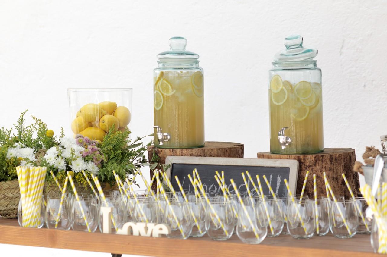 Mesa de limonada  campestrepara bodas -