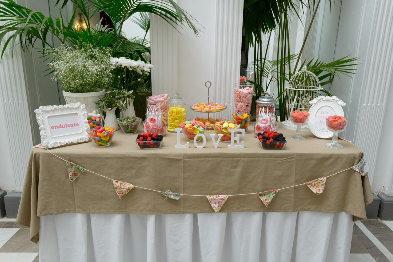 Mesa de chucher as alameda catering y eventos for Centros de mesa con chuches