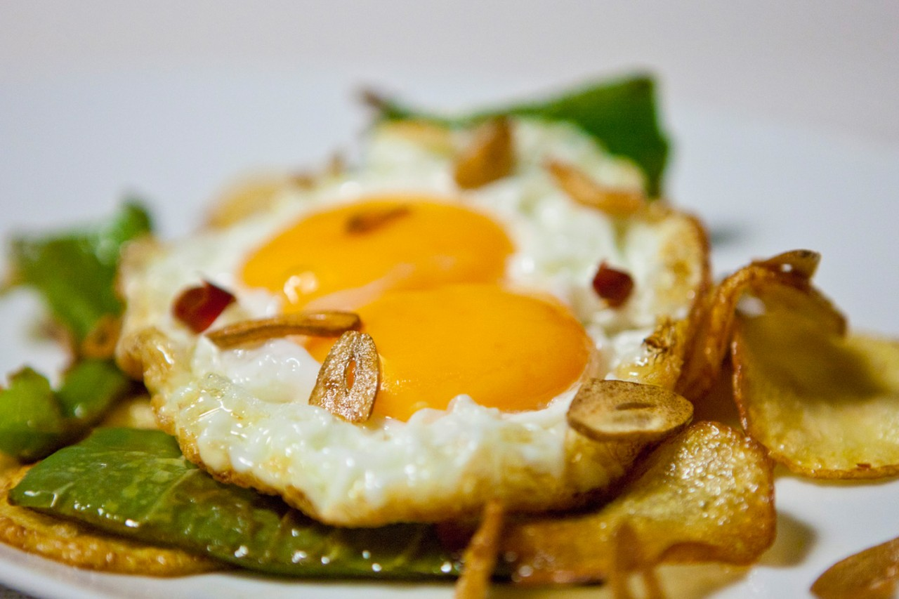 Cazuelitas de huevo frito -