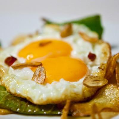 Cazuelitas de huevo frito