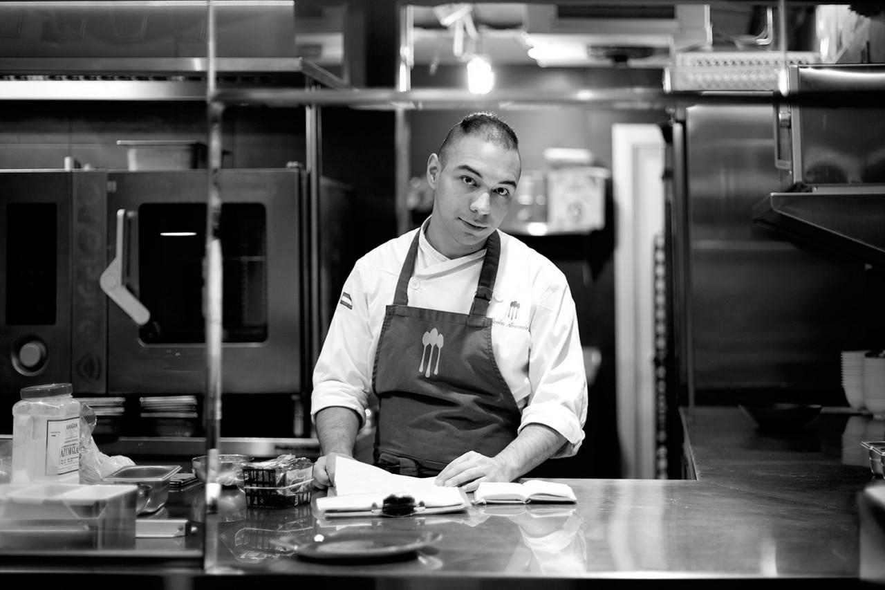 Alameda_Nico - Retrato en blanco y negro de Nico. Chef del Restaurante Alameda de Granada